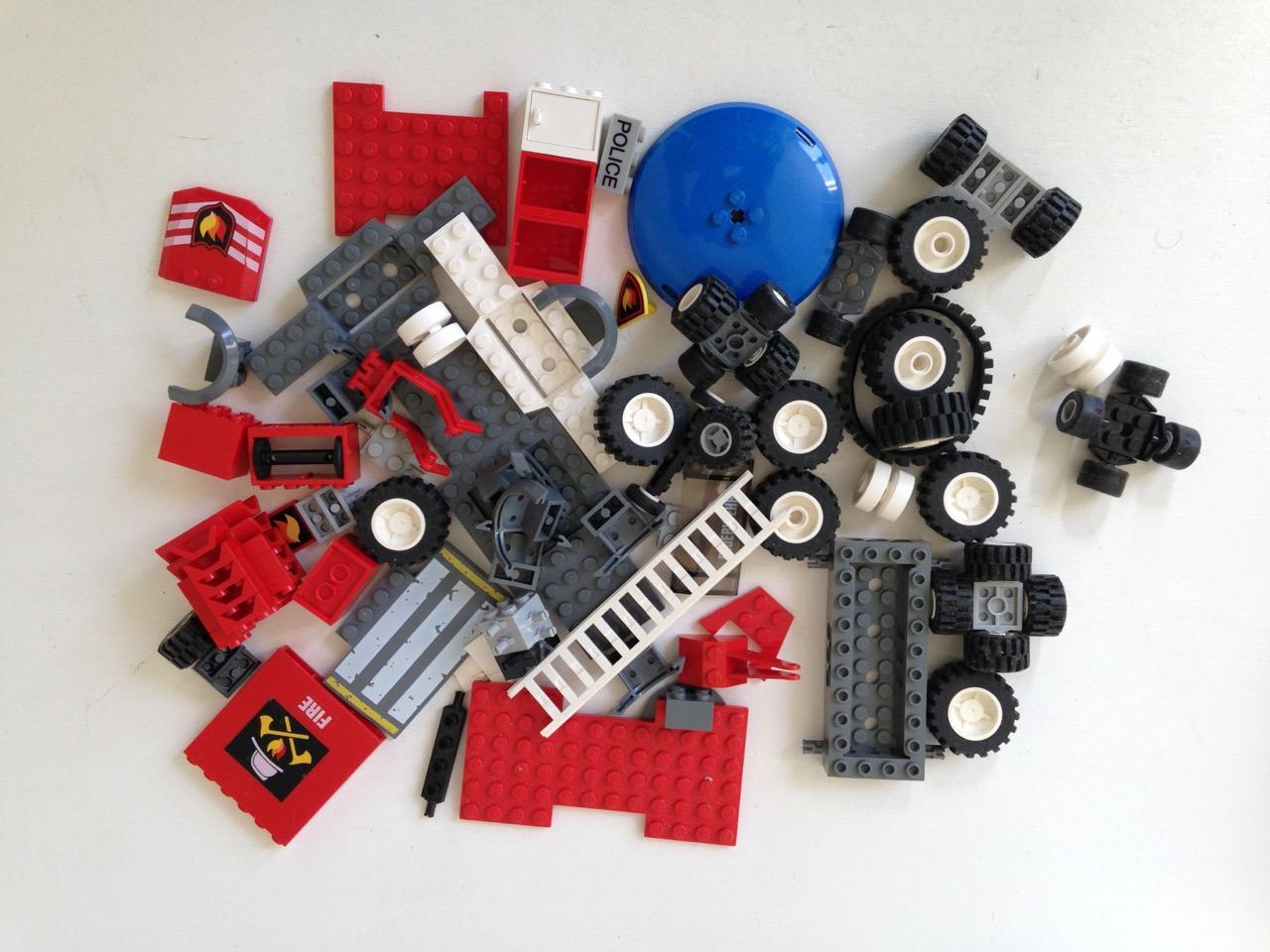 LE025 LEGO VEHICLE PARTS FIRE BRIGADE